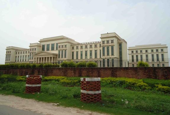 Amity University, Kolkata Scholarship 2015 For Programmes after Graduation