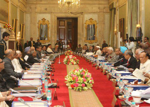 Pranab Mukharjee directs governors to address faculty shortage issue